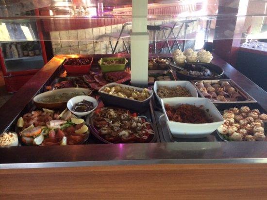 Ruch, France : Buffet du midi
