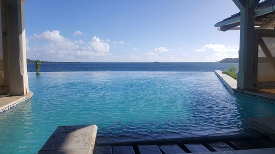 Freetown, Antigua: Infinity Pool