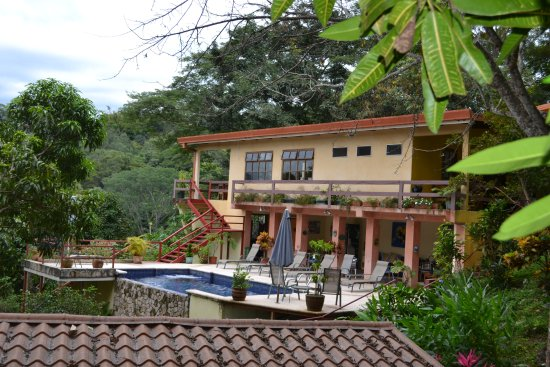 San Pablo, Costa Rica: Main part of hotel, rooms are bungalows.