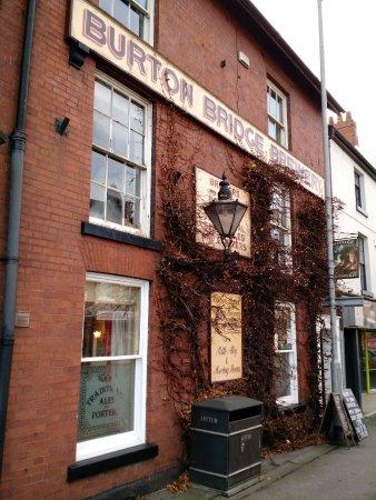 Бертон-апон-Трент, UK: The Burton Bridge Inn