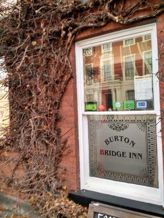 Бертон-апон-Трент, UK: Attractive Branded Window