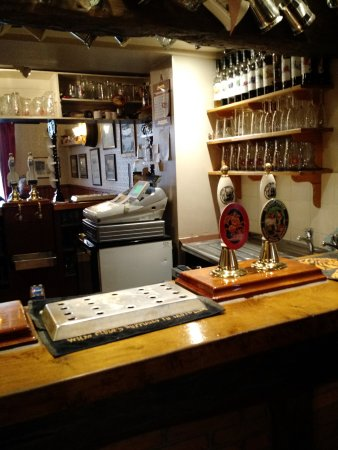 Burton upon Trent, UK: The Small Serving Bar