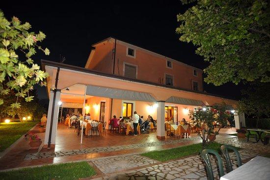 Esterno del ristorante foto di agriturismo san raphael for L esterno del ristorante cruciverba