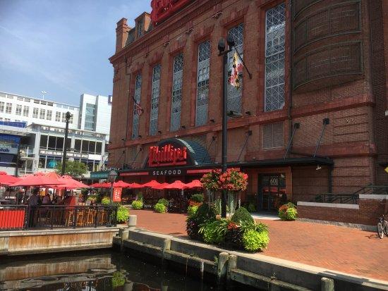 Inner Harbor: Restaurant