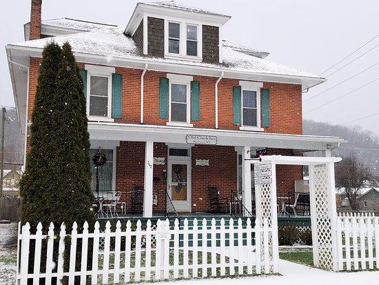 Old Clark Inn: First Snowfall 2017