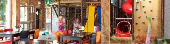 Tubbergen, Nederland: Panorama binnenspeeltuin met eetgedeelte
