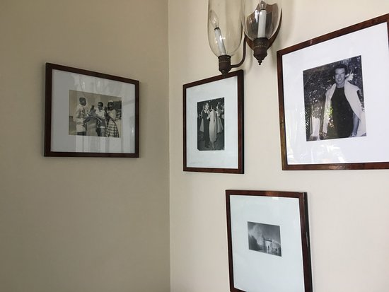 Round Hill Hotel & Villas: B&W photos line the walls; see who you recognize.