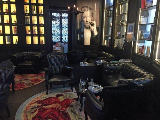 Opfikon, Schweiz: Smoker Lounge mit Style.