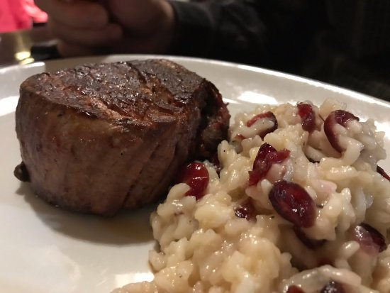 ‪‪Raynham‬, ماساتشوستس: Filet with Cranberry Risotto‬