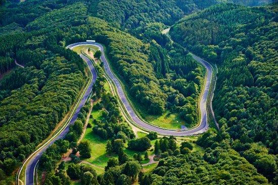 Nuerburg, Duitsland: Der legendäre Nürburgring ist mit mehr als 25 Kilometern die längste Rennstrecke der Welt.