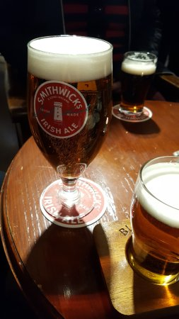 Kilkenny, Irland: The pale ale, very crisp, love the glass too