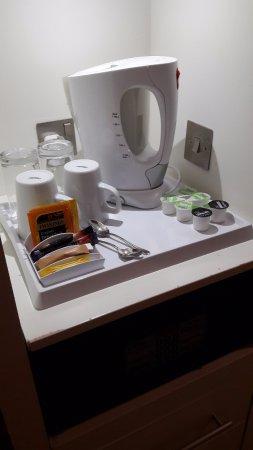 Stevenage, UK: Koffie en thee faciliteiten op de kamer, heerlijk!