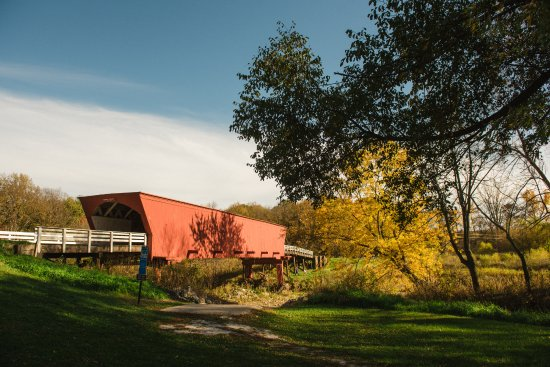 Winterset, IA : The Roseman Covered Bridge in Madison County, Iowa