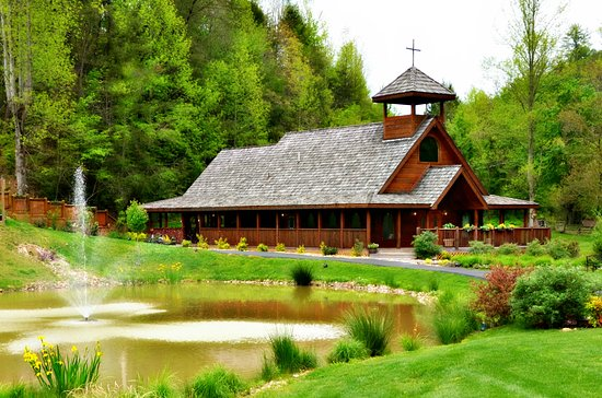 Gatlinburg's Little Log Wedding Chapel