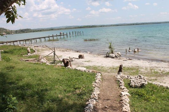 El Remate, Guatemala: Helped cleaning the beach!