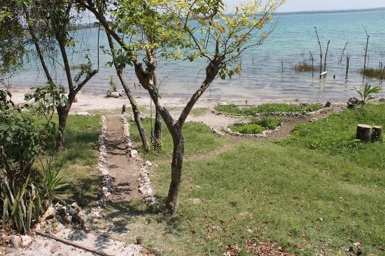 El Remate, Guatemala: Beautiful beack right in front