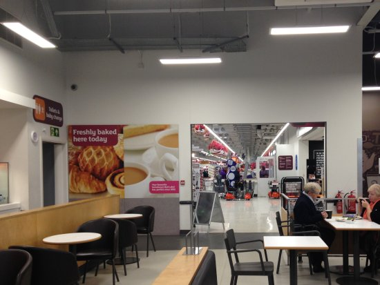 Waterlooville, UK: View towards cafe entrance and main store area