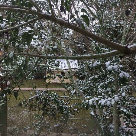 Montgomery, Teksas: Entrance to the courting area, Ed & Jeff in Jeff's Model A, breakfast, snow outside our window,