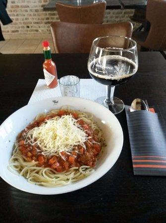 Waregem, Belgien: Spaghetti met huisbereide verse bolognaise ... Mmmmm ....