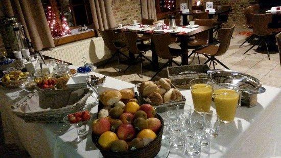 Waregem, Belgien: Elke 2e zondag van de maand : Uitgebreid ontbijten (15 € pp.) Reserveren via info@tgaverhopke.be