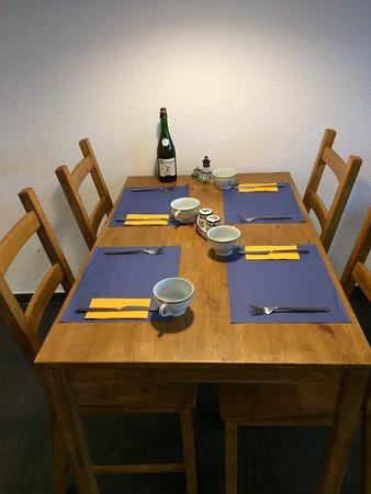 foto de cr perie vent d 39 ouest saignel gier table. Black Bedroom Furniture Sets. Home Design Ideas