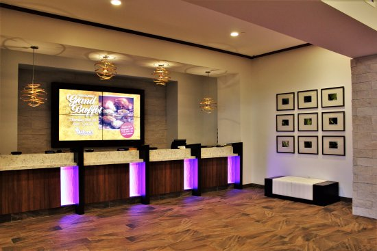 Island Resort & Casino: Lobby Check-in Desk