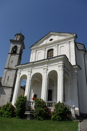 Madonna del Sasso, อิตาลี: Una chiesa. ..