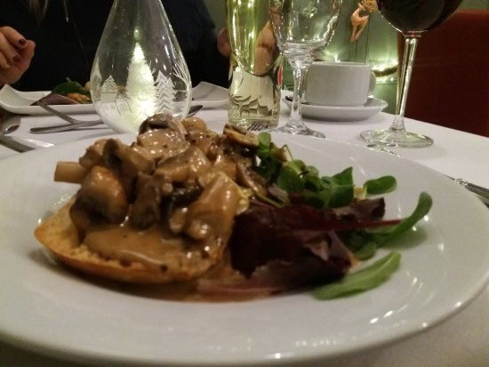 Clayton-le-Moors, UK: Peppered mushrooms on toasted ciabatta (starter )
