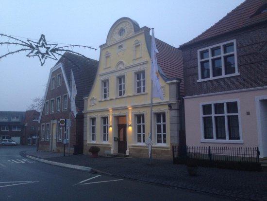 Schoeppingen, Niemcy: Die Villa, das Nebenhaus am Morgen