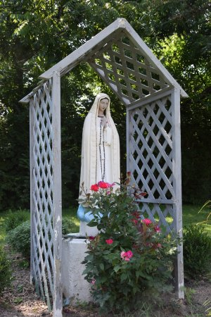 Florissant, MO: statue of Mary