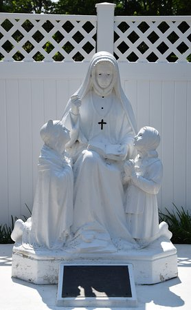 Florissant, MO: statue of nun with children