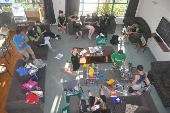 RotoVegas Motel of Rotorua: Fixing robots in the lounge