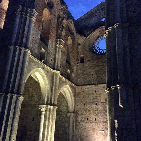 Chiusdino, İtalya: Suggestiva!!