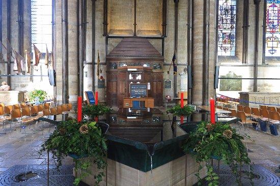 Σόλσμπερι, UK: Salisbury Cathedral font