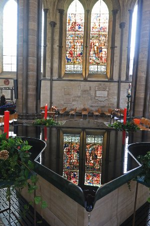 Salisbury Cathedral and Magna Carta: Salisbury Cathedral font