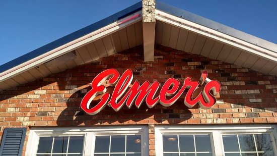 Medford, OR: Elmers right out front good food etc