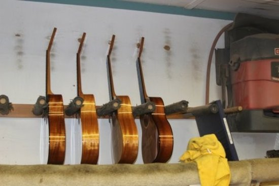 Kaneohe, Havai: With their new finish, Kanile`a instruments are waiting for their final touches