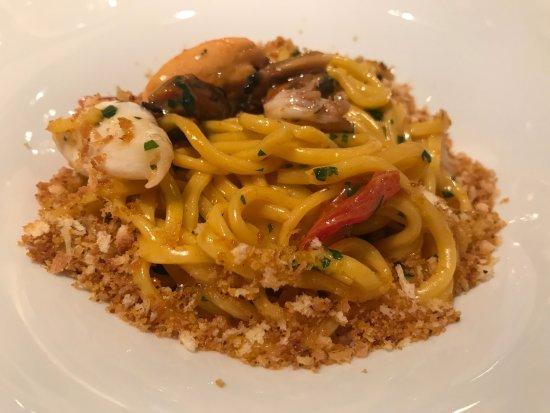 Enoteca Pinchiorri: Spaghetti alla chitarra con frutti di mare e crostacei, briciole di pane e bottarga di muggine