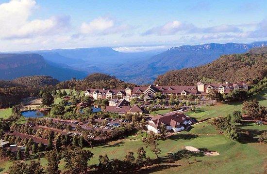 Fairmont Resort bordering the Blue Mountains National Park