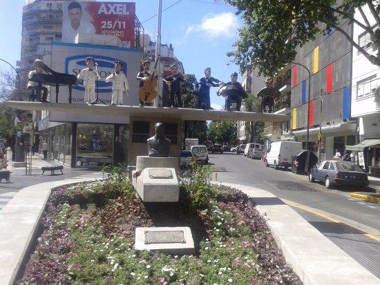 Monumento a Osvaldo Pugliese