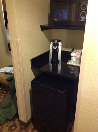 Holiday Inn Southaven - Central: Cooking area/ coffee maker