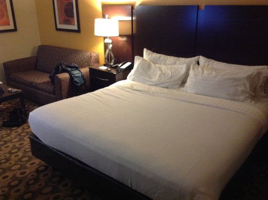 Holiday Inn Southaven - Central: Bed/sofa