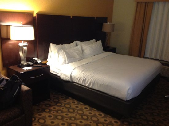 Holiday Inn Southaven - Central: Bed
