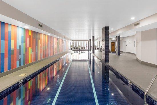 Indoor Heated Swimming Pool - Picture of Meriton Suites
