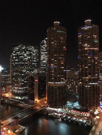 theWit Chicago - a DoubleTree by Hilton Hotel: A view from our room on the 26th floor! :)