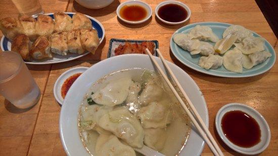 Kashiwa, Japonia: 左から焼き餃子・スープ餃子・水餃子
