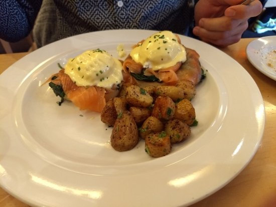 Central Michel Richard: Smoked Salmon Benedict