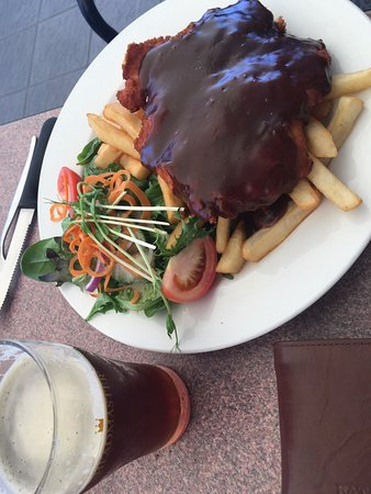 Maitland, Australia: Chicken Scnitzel w/ gravy