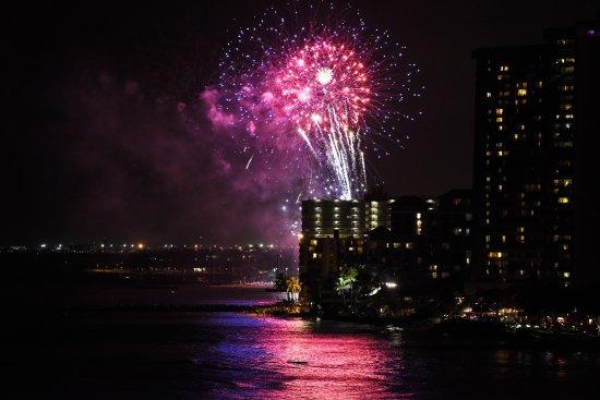 Friday Night Fireworks At The Hilton Picture Of Aston Waikiki Beach Hotel Honolulu Tripadvisor