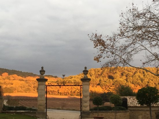 Lauris, Francia: sunset at the entrance